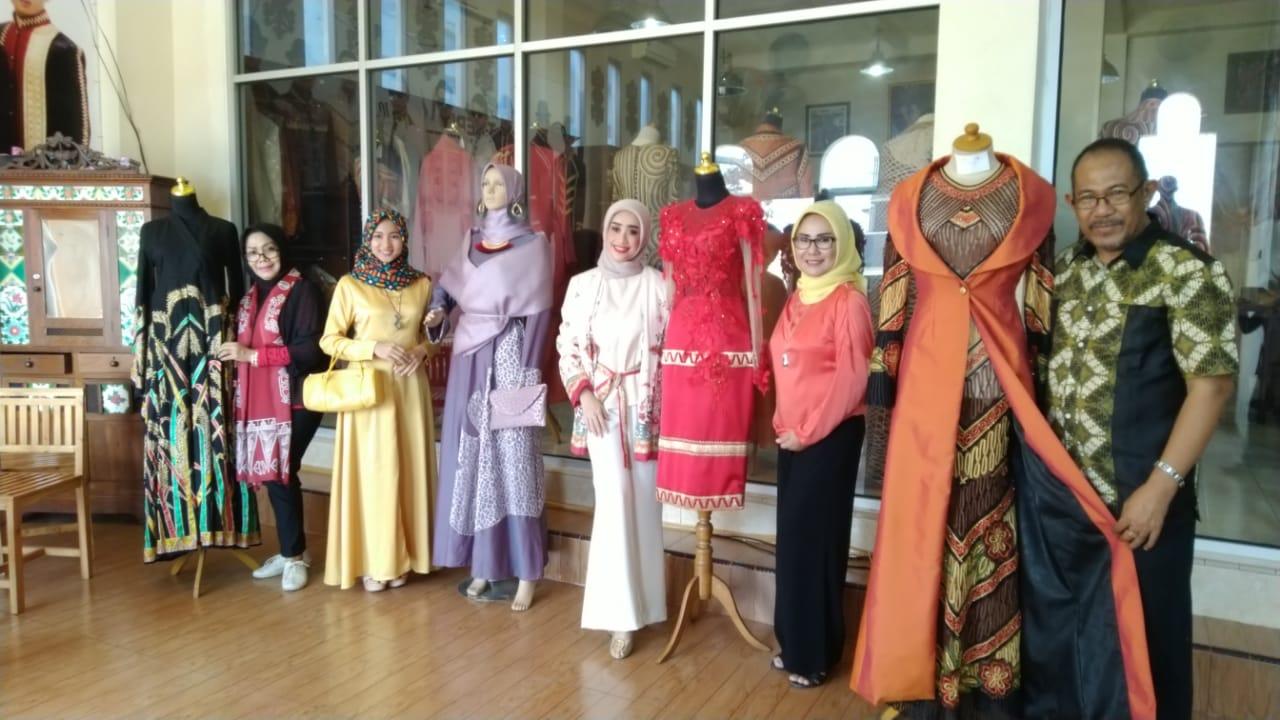 Lima Desainer Appmi Meriahkan Lampung Fashion 2018