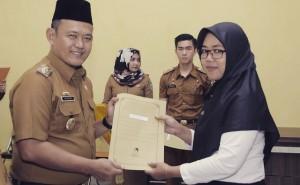 14 Bidang PTT Terima SK CPNS, Fauzi: Silakan Bekerja Lebih Baik