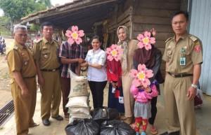 Dinsos Lambar Salurkan Bantuan Rehabilitasi Sosial
