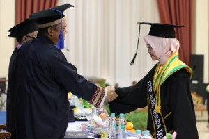 Wisuda IIB Darmajaya, Dua Lulusan Raih IPK Sempurna