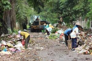 Protes Pengelolaan Sampah, Warga Tutup Jalan Menuju TPAS Karangrejo