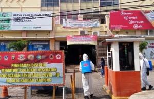 Operasi Aman Nusa II, Polda Lampung Semprot Disinfektan Di Pasar Bambukuning