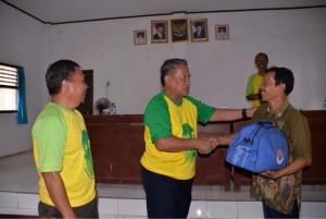 Wali Kota Metro Serahkan Bantuan Korban Puting Beliung
