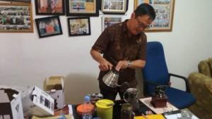 Menikmati Kopi <i>ala</i> Komisioner KPU Lampung