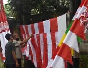 Pedagang Bendera Mengeluh