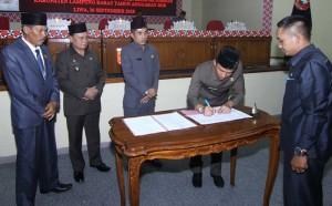 DPRD Lambar Sahkan Tiga Raperda Inisiatif