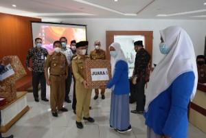 SMK Negeri 1 Baradatu Borong Dua Juara Lomba Majalah Dinding