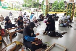 Pelajar SMA Dan SMK Lomba Menyulam Tapis Di Museum Lampung