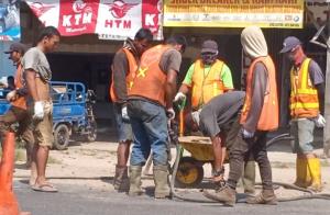 Proyek Perbaikan Jalintim Abaikan Keselamatan Pekerja