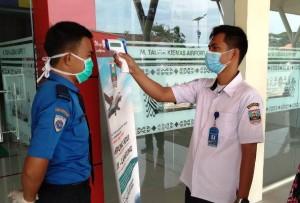 Pemkab Pesibar Cek Suhu Tubuh Penumpang Pesawat Di Bandara Muhammad Taufik Kiemas