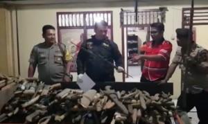 Polisi Sita Ratusan Senjata Dari 'Orang Gila'