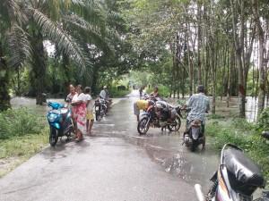 Sungai Waykiri Di Tubaba Meluap, Akses Jalan Penghubung Dua Tiyuh Putus