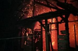 Rumah Semi Permanen Ludes Terbakar