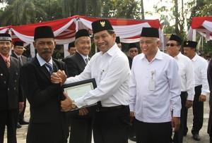 PTPN VII-PGN Upacara HUT RI Dan Beri Penghargaan Karyawan