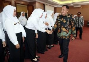 28  Bidan PTT Di Lamsel Terima SK CPNSD