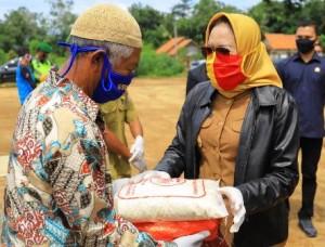 Warga Di Tiga Kecamatan Di Tulangbawang Dapat Sembako