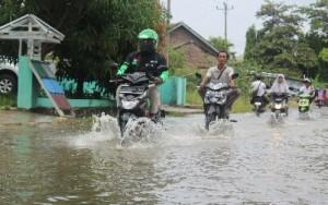 Hingga Minggu Siang Jalan Raden Saleh Masih Terendam Banjir