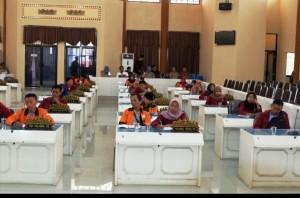 Sejumlah Mahasiswa Datangi Gedung DPRD Tanggamus