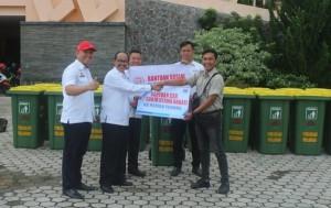 PT Sun Bantu 20 Tong Sampah Ke Tulangbawang Barat