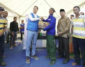 Samsung Serahkan Donasi Rp 1,5 Miliar Untuk Korban Lombok