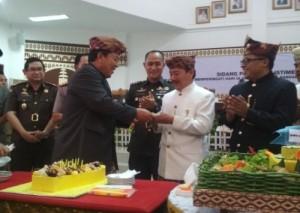Arinal Hadir Paripurna, DPRD Bandarlampung Siapkan Kue Ulang Tahun