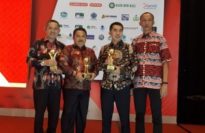 Lampung Barat Dapat Tiga Penghargaan Top BUMD 2019