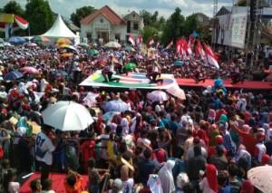 Ribuan Pendukung Jokowi Di Metro Padati Lapangan 22