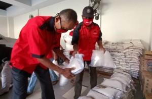 PDIP Metro Salurkan Bantuan Beras Dua Ton