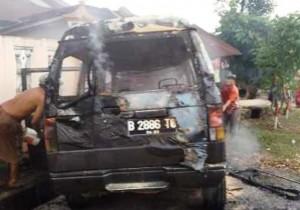 Mobil Terbakar Di Samsat Tulangbawang Barat