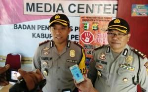Polisi Kawal Pendistribusian Logistik Ke Pulau Pahawang Dan Legundi
