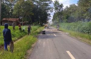 Dinas PU Tubaba Perbaik Jalan Penghubung Tiyuh