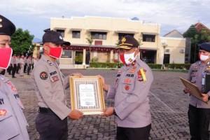 Puluhan Personel Polres Tulangbawang Raih Penghargaan