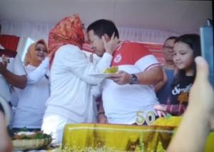 Ulang Tahun Riana, Gubernur Beri Pelukan Hangat