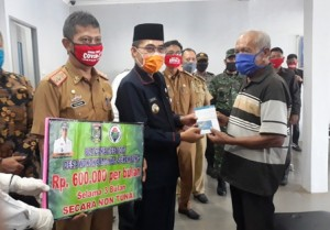 880 Warga Di Kecamatan Sekampung Terima BLT Dana Desa