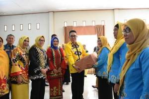 PLKB Lamtim Terima Alat Peraga Edukasi Bina Keluarga Balita
