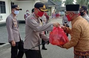 Polres Lamtim Kembali Salurkan Bansos Untuk Masyarakat
