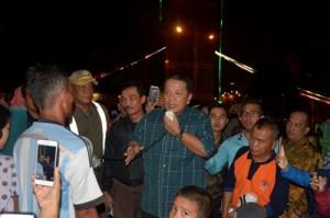 Tinjau Dua Lokasi Pengungsi, Gubernur Imbau Warga Pulang