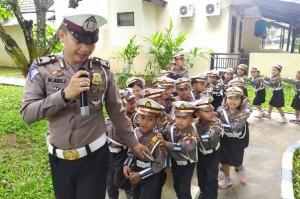 Seratus Anak Usia Dini Belajar Aturan Lalu Lintas