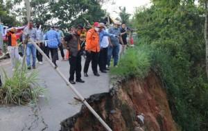 Jembatan Ambrol, Pemkab Lamteng Lakukan Penanganan Darurat