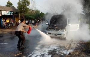 Toyota Avanza Terbakar Di Sukadana