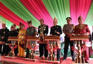<i>Hippun Adat</i> Awali Pembukan Festival Sekala Bekhak V