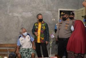 Jenguk Penderita Kanker Usus Di Tejoagung, Wakil Walikota Metro Apersiasi Solidaritas Warga