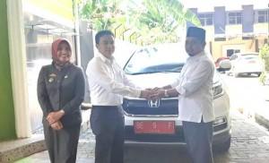Dua Wakil Ketua DPRD Kota Metro Dapat Kendaraan Dinas Honda CRV