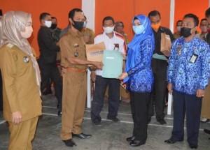 Bupati Tanggamus Serahkan Rekening BLT DD Dua Kecamatan