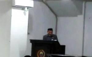 Rapat Paripurna DPRD Lamsel Diwarnai Pembacaan Puisi WS Rendra