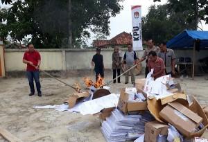 KPU Lamtim Musnahkan Ribuan Surat Suara Pemilu