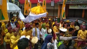 Parade Nusantara Iringi Pendaftaran Arinal-Nunik
