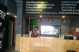 Nasi Besek Lampung Tawarkan Menu Super Pedas