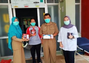 Anggota DPRD Lampung Bagikan Masker Dan Susu