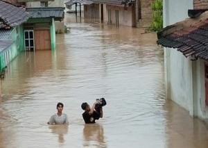 Banjir Di Padangcermin, Akses Jalan Ke Bandarlampung Sempat Terputus